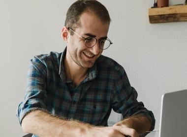 Man talking to therapist on laptop